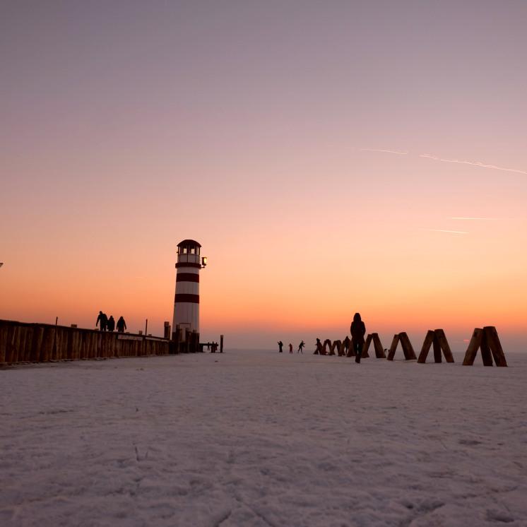 leuchtender-leuchtturm